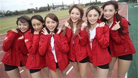 亞洲門戶交流賽  樂天女孩石垣島首秀(1)亞洲門戶交流賽從2016年起,連續5年在日本沖繩石垣市舉行,這次桃猿啦啦隊Rakuten Girls共有6名成員到石垣島,除了資深女孩倪暄(右3)與隊長苡萱(左3)外,YURI(左)、卉妮(左2)、菲菲(右)與若潼(右2)都是第一次參與。中央社記者張新偉石垣市攝 109年2月10日