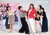 「我的大老婆」舞台劇演員范乙霏、王琄、曾國城、許瑋甯、姚坤君。(記者邱榮吉/攝影)
