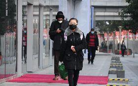 上海開工第一天  民眾戴上護目鏡出行