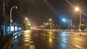 武漢封城1天後…現況曝光!網看「街景」鼻酸:好像災難片(圖/翻攝自微博)