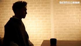 黃偉晉〈背光旅行〉MV 照片請註明:愛貝克思提供