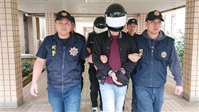 航警局破獲行李箱藏毒品 2名馬來西亞男子落網警政署航警局安全檢查大隊與關務署台北關1月10日在桃園國際機場執行託運行李X光檢查勤務時,發現2件行李影像可疑,立即會同台北關人員進行攔查,查獲第三級毒品愷他命。警方以行李箱追人,逮獲2名馬來西亞籍男旅客。(內政部警政署航空警察局提供)中央社記者吳睿騏桃園機場傳真 109年2月11日