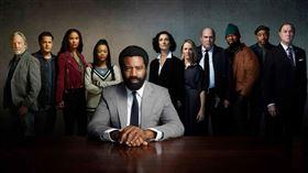 美劇《重生律師》由饒舌歌手五角(50 Cent)擔綱監製,尼古拉斯·平諾克(Nicholas Pinnock)主演(愛奇藝台灣站提供)