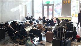 台灣旅客滯留菲律賓機場,登機口畫面。(圖/旅客提供)