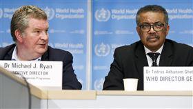 世衛公共衛生緊急計畫執行主任萊恩(Michael Ryan)、世衛秘書長譚德塞(Tedros Adhanom Ghebreyesus)。(圖/美聯社/達志影像)