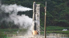 飛鼠一號未能成功發射(2)由晉陞太空科技打造的「飛鼠一號(HAPITH-I)」火箭原預定13日清晨6時至7時發射,數次測風向皆不利飛行,最後一度點火,但還是沒發射,過了7時中控中心宣布今天發射終止。中央社記者孫仲達攝  109年2月13日