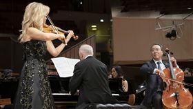 馬友友攜手慕特 再現貝多芬三重協奏曲大提琴家馬友友(前右起)與鋼琴家巴倫波英、德國小提琴家慕特合作貝多芬「三重協奏曲」,3人合體演出相當難得,也為這首協奏曲留下精彩版本。(環球唱片提供)中央社記者趙靜瑜傳真 109年2月13日