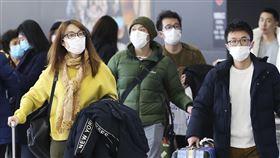 中國武漢肺炎/旅客在機場都戴著口罩 (圖為日本中部機場)