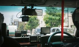 沖繩縣政府14日表示,縣內一名60多歲的女性計程車司機確診感染武漢肺炎,這是沖繩的首例。(示意圖/圖取自PAKUTASO圖庫)
