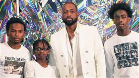 ▲『閃電俠』韋德(Dwyane Wade)接受兒子Zion(左2)變性的消息。(圖/翻攝自韋德臉書)