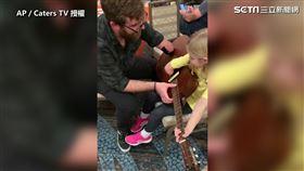美國一位34歲的吉他手,從出生開始就只有一隻手,但他並沒有因此感到沮喪,反而勇敢追尋自己想做的事,並且想把自己的才華以及熱情傳給其他手有截肢的孩子。