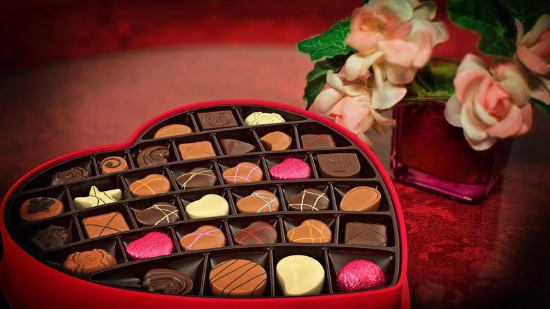 男友送巧克力「浪漫幫拆包裝紙」 下秒這舉動她傻眼
