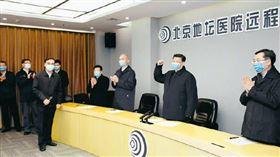 中共總書記習近平10日到北京地壇醫院視察。(圖/翻攝自求是微博)
