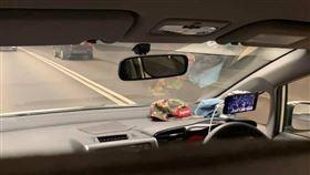 香港,白牌車,白布,滑手機,直播(圖/翻攝自巴打絲打Facebook Club)