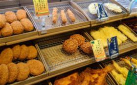 日本,超市,炸物,熟食,紅外線,鏡頭。(圖/翻攝自推特)