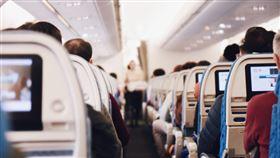 (圖/Pixabay)空姐,空服員,機艙,搭飛機