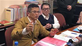 三發地產董事長鍾俊榮發現200億資金流向不明,想查帳卻遭兒子痛毆(圖/楊忠翰攝)