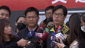 行政院副院長陳其邁 交通部長林佳龍今天視察計程車業者防疫整備情形