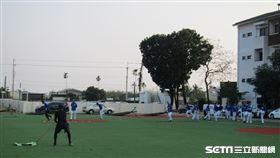 ▲練習比賽結束後,富邦悍將野手在鹽埔園區小內野做體能訓練。(圖/記者蕭保祥攝影)