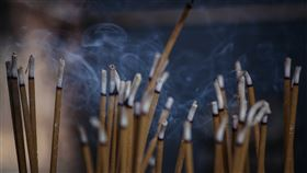 倒插香,香爐,停車,詛咒,下降頭,人像,靈異公社,圖/翻攝自pixabay
