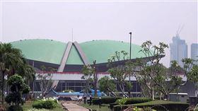 印尼考慮立法 強制LGBT矯正性偏差部分印尼國會近期提出家庭健全法草案,草案將男女同性戀、雙性戀、跨性別者(LGBT)定義為性偏差,要求家庭成員舉報至相關機關,強制矯正。圖為印尼國會。中央社記者石秀娟攝 109年2月19日