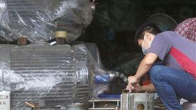 武漢肺炎疫情延燒,經濟部研擬完成製造業紓困振興方案,將向行政院爭取約新台幣30億至40億元預算。(示意圖/中央社檔案照片)
