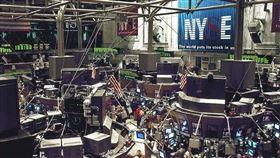 美股19日收紅,那斯達克和標準普爾500指數再創歷史新高紀錄。圖為紐約證券交易所大廳。(圖取自Pixabay圖庫)