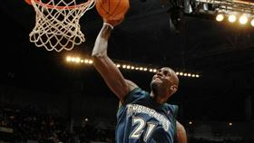 NBA/KG爆和灰狼老闆有恩怨 NBA,明尼蘇達灰狼,波士頓塞爾提克,Kevin Garnett,球衣退休 翻攝自推特