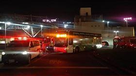 ▲基隆火車站前一輛國光客運輾撞斃一名男子。(圖/翻攝畫面)