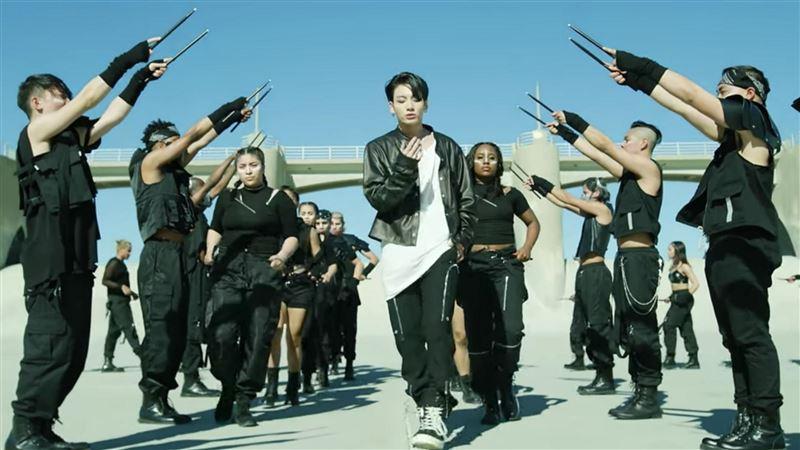 新歌占全球第一 BTS露點沒在客氣