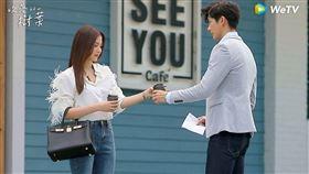 泰國灑狗血劇《吹落的樹葉》由《初戀那小事》平采娜與泰國男星「梨渦男神」普提查克瑟辛主演。(WeTV提供)