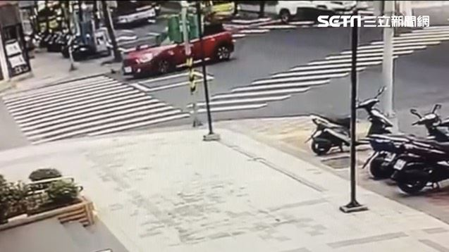 新/內湖機車撞Mini 騎士搶救中