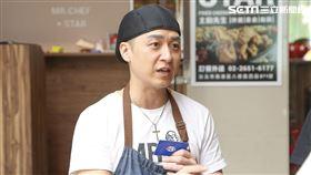 小炳接受三立新聞網專訪,與曹景俊。(圖/記者林士傑攝影)