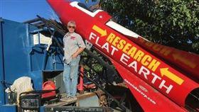 火箭,Mike Hughes,地球,科學,信念,降落傘,發射台,挑戰, 圖/翻攝自推特