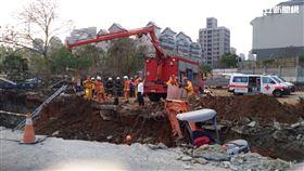 桃園工人遭土石掩埋 翻攝畫面