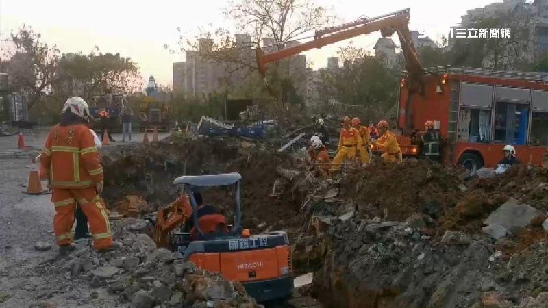 施工突崩塌 2工人遭土石塊活埋不治