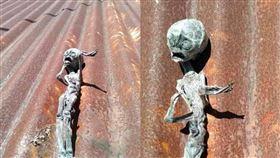 外星人,乾屍,屋頂,詭異,驚悚,爆廢公社,吸盤