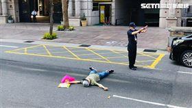 白米,無業男,躺馬路,新北,翻攝臉書爆料公社