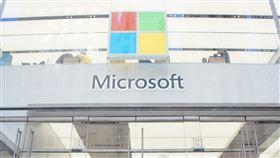 Microsoft Store紐約旗艦店 採光明亮微軟2015年10月在紐約最繁華商業區之一的第五大道上設立旗艦店Microsoft Store,是微軟首家被稱為旗艦店的零售店,一樓及二樓外牆採玻璃帷幕設計。中央社記者吳家豪紐約攝 108年4月11日