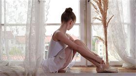 芭蕾舞,劈腿,拉筋(圖/翻攝自pixabay)