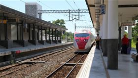 花東人訂火車票 17日起實名制優先購票台鐵局11日公布,將於12月17日起開放訂票日起至乘車日(含)的12日期間,只要符合資格者皆可以實名制方式預訂火車票,保障花東居民返鄉的交通權益。中央社記者李先鳳攝 108年12月11日