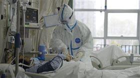 中國國境內已有30城市宣布封城,醫療人員嚴陣以待。(圖/翻攝自武漢醫院微博)