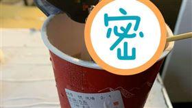 茶湯會的珍奶結塊。(圖/翻攝自爆怨公社臉書