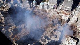 911恐攻事件後,國際施壓塔利班交出賓拉登被拒,美國決定出兵阿富汗。圖為世貿中心在911事件中遭恐怖襲擊後倒塌的現場。(圖取自美國海軍網頁www.navy.mil)