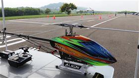 首座遙控無人機術科試場啟用 邁向專業證照制民航法增訂遙控無人機專章將於109年3月底施行,因應法規上路,全國首座術科測驗場地12日在苗栗市後龍溪畔啟用。中央社記者管瑞平攝 108年9月12日
