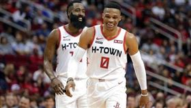 NBA/威少太火燙!下場也接到傳球 NBA,休士頓火箭,James Harden,Russell Westbrook 翻攝自ESPN推特