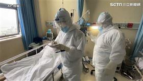 ▲武漢肺炎(COVID-19、新冠肺炎)疫情持續蔓延,第一線醫護人員隨時都要保持備戰狀態。(圖/AP 授權)