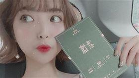 從韓返台7天…網紅阿圓「沒戴口罩」出席典禮 網:別害人 圖/翻攝自nanaciaociao IG
