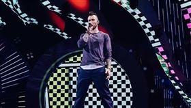 ▲主唱Adam Levine於智利演出時狀態不佳遭網批評。(圖/翻攝自魔力紅Instagram)