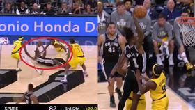 NBA/遁地又飛天!馬刺掃把頭好狂 NBA,聖安東尼奧馬刺,Lonnie Walker IV,掃把頭 翻攝自臉書Bleacher Report
